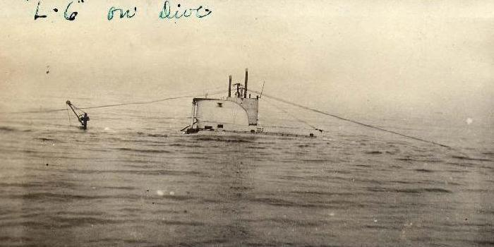 USS L-6 making a dive